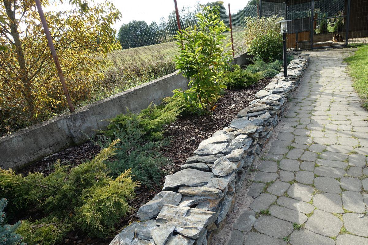 ogród-mur z szarogłazu 009