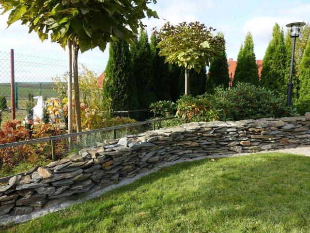 ogród-mur z szarogłazu 004